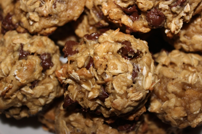Oatmeal Chocolate Chip Cookies | longdistancebaking.com