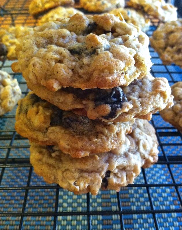 Chewy Oatmeal Raisin Cookies | longdistancebaking.com